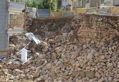 Yağmur sularına dayanamayan istinat duvarı böyle çöktü