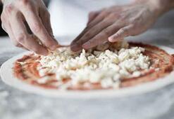 Pizza hamuru açarken asla oklava kullanmayın İşte nedeni...