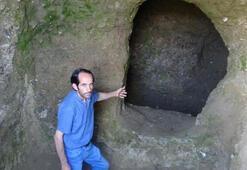 Defineciler asırlık mezarlara zarar verdi
