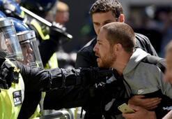 İngilterede aşırı sağcılar polise saldırdı