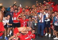 Antalyasporlu futbolcularda maç sonu büyük sevinç Boffin kendinden geçti...