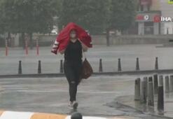 Taksim'de sağanak yağış etkili oldu