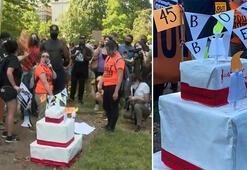 Trump, doğum gününde Beyaz Saray önünde protesto edildi