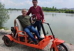 Çiftçi ikiz kardeşler, kısıtlama döneminde 3 tekerlekli çöl aracı yaptı
