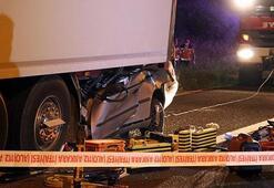 Ankarada, otomobil TIRa arkadan çarptı