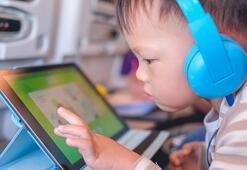 Dijital araçların kullanımı çocuğunuzun göz sağlığını tehdit ediyor
