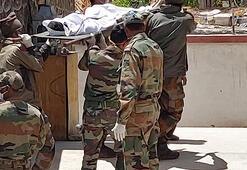 Son dakika... Reuters ilk fotoğrafları geçti Nükleer silah sahibi iki ülke çatıştı, ölen askerlerin cesetleri taşınıyor