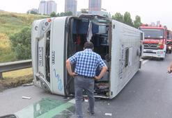 Son dakika: TEMde servis minibüsü devrildi Yaralılar var...