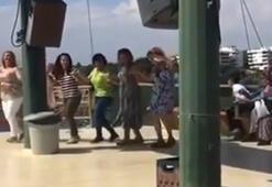 Antalyada tekne turundaki kadınlar sosyal mesafeyi hiçe sayıp halay çekti