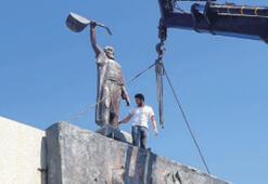 Anıt, yeni yerine taşındı