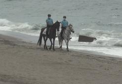 Zonguldakta sahil bölgesine atlı jandarma