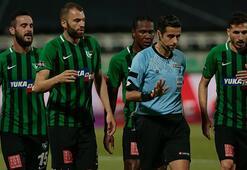Denizlispor-Beşiktaş maçı havai fişek yüzünden durduruldu