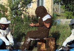 Arı Adam Çinin dünya rekorunu kırmak için binlerce arıyı üzerinde topladı