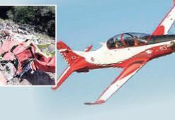 Eğitim uçağı düştü pilotlar kurtuldu
