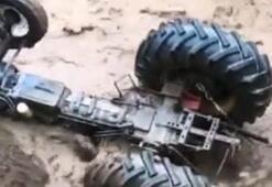 Son dakika... Bitlis'te korku dolu anlar Sel suları traktörü yuttu