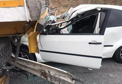 İzmirde feci kaza TIRın altına girdi...
