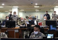 Bakan Akar ve komutanlar karargahta Sabaha kadar incelediler