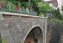 Gören bir daha bakıyor Altı tünel üstü tarla...