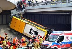 Feci kaza... Otobüs viyadükten düştü: 2 ölü, 20 yaralı