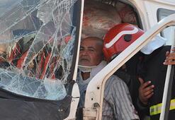 Gaziantepte düğüne giden minibüsler çarpıştı: 11 yaralı