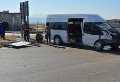 Düğüne giden minibüsler çarpıştı 11 yaralı