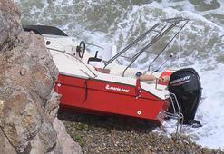 Rivada tekne kayalıklara çarptı: Mahsur kalanlar kurtarıldı