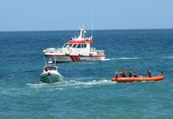 Tekne kayalıklara çarptı İki kişi mahsur kaldı