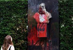 Sömürgeci Kralın heykeli, belediyeden kaldırıldı