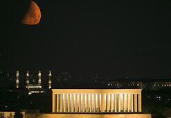 Anıtkabirde yeni ay