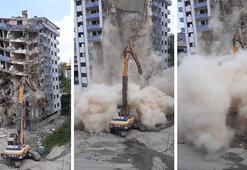 Rizede yıkımı yapılan bina aniden çöktü Yaşananlar kamerada