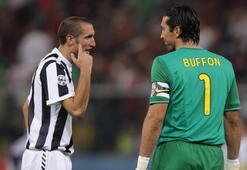 Juventus, Buffon ve Chellininin sözleşmelerini uzattı