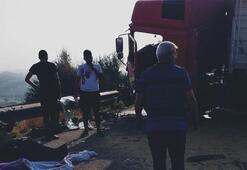 TEM'de TIRlar çarpıştı Sürücüler yaralandı