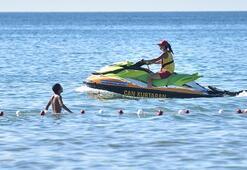 İstanbul plajlarında kadın cankurtaranlar göreve başladı
