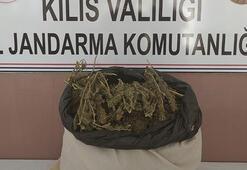 Kiliste sınıra bırakılan çuvaldan 5 kilo esrar çıktı