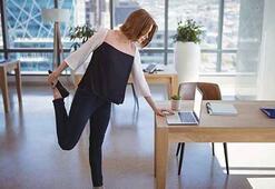 Uzmanı uyardı: Ofislerde omurgamıza 60 kilo yük biniyor