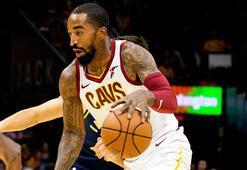 Los Angeles Lakers, Jr. Smithi kadrosuna kattı