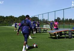 Tottenham Hotspur oyuncuları ayak masa tenisi oynadı...
