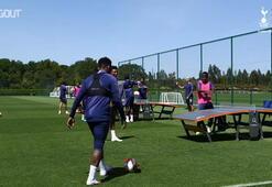 Tottenham Hotspur oyuncuları ayak masa tenisi oynadı