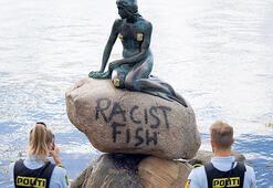 Danimarka'nın sembolüne 'Irkçı Balık' yazıldı