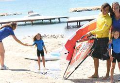 Çağla Kubatın kızı da sörfçü oldu