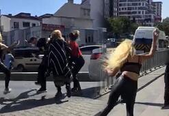 Dört kadın yol ortasında bir adamı tekme tokat dövdü