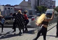 Sokak ortasında adamı tekme tokat döven kadınlar kamerada