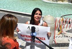 Romada gelin adayları corona kısıtlamalarını protesto etti