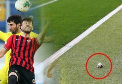 Fenerbahçede kaptanlık krizi Pazubandı yere fırlattı...