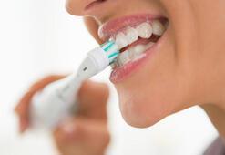 Dişleri fırçalamanın en iyi yolunu açıklıyoruz Şarjlı ya da...