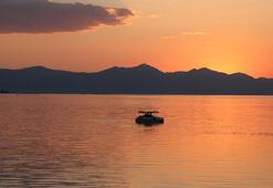 Beyşehir Gölünde gün batımı