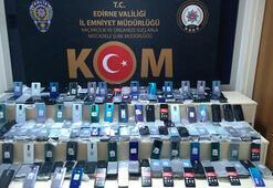 Kapıkule'de TIRdan milyonluk kaçak cep telefonu çıktı
