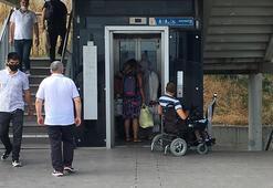 Metrobüs durağında engelliye asansör ayıbı