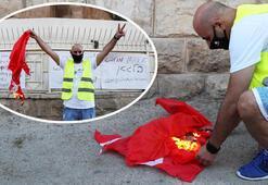 Son dakika... Alçaksınız Türk bayrağını yaktılar