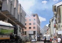 Yangına 7 TOMA ile müdahale edildi Mahsur kalan 2 işçi kurtarıldı